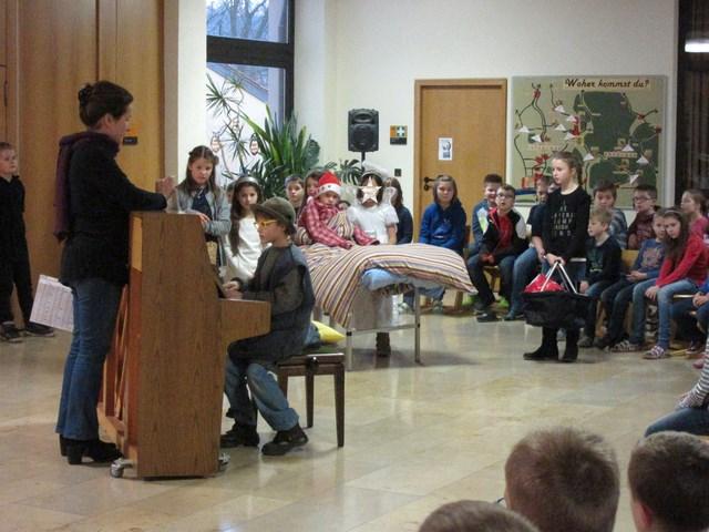 Weihnachtsfeier Theaterstück.Weihnachtsfeier Aula